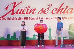 Trao vé xe cho sinh viên miền Trung gặp khó khăn về quê đón Tết