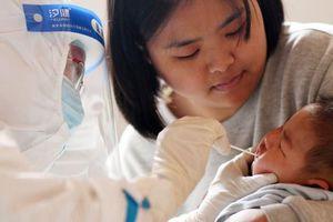 Trung Quốc ghi nhận số ca mắc COVID-19 hàng ngày cao kỷ lục