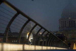Kinh tế Anh giảm 2,6% khi tiến hành phong tỏa lần hai vì COVID-19