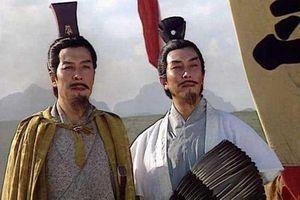 Gia Cát Lượng suy tính điều gì mà theo phò Lưu Bị chứ không phải Tào Tháo?