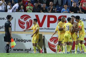 Mở màn V.League 2021 đụng Hà Nội FC, Nam Định có sợ trọng tài 'đè'?