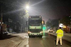 Thái Nguyên: Xe máy phóng nhanh chui vào gầm xe Container, nam thanh niên tử vong tại chỗ