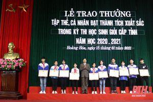 Huyện Hoằng Hóa trao thưởng cho tập thể, cá nhân đạt thành tích xuất sắc trong Kỳ thi học sinh giỏi cấp tỉnh năm học 2020-2021