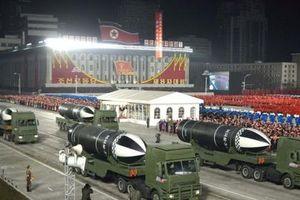 Triều Tiên bất ngờ phô diễn tên lửa phóng từ tàu ngầm mới trong lễ duyệt binh