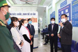 Thứ trưởng Bộ Y tế: Lào Cai phải kiểm soát chặt đường biên giới