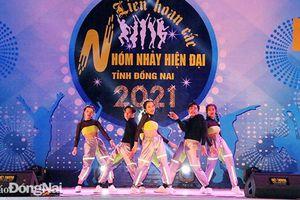 Hơn 1 ngàn cổ động viên cỗ vũ Liên hoan các nhóm nhảy hiện đại