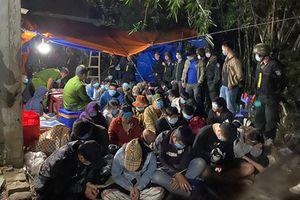 Khởi tố 32 đối tượng tham gia sới bạc 'khủng' ở Bình Định