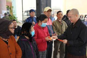 Quảng Nam: Chùa Bà Đa tặng quà Tết cho người nghèo