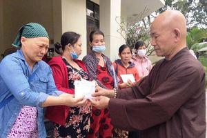 Gần 200 triệu đồng Phật tử cúng dường, bạn đọc hỗ trợ bệnh nhân