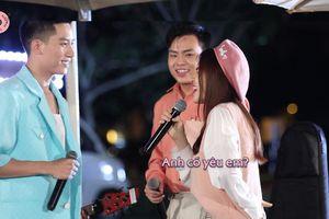 Hòa Minzy và Anh Tú 'thả thính' nhau trong show âm nhạc đường phố