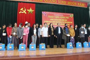 Quảng Nam: Đoàn công tác TP Hồ Chí Minh tặng 100 suất quà cho bà con huyện Phú Ninh