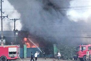 Xưởng phế liệu ở TP Thủ Đức bị thiêu rụi
