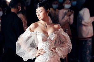 Minh Hằng mặc váy 15.000 USD giống Beyoncé