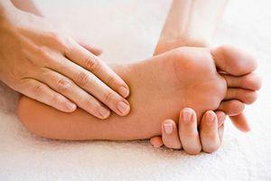 Tác dụng thần kỳ của việc thoa tinh dầu lên lòng bàn chân khi ngủ