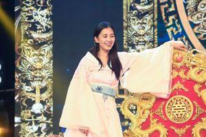 Hoa hậu Việt Nam Tiểu Vy bất ngờ rút khỏi chương trình Táo Xuân vào phút chót