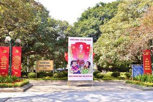 Hà Nội tràn ngập sắc đỏ chào mừng Đại hội XIII của Đảng
