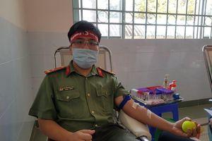 Thượng úy công an Đồng Tháp 9 lần tham gia hiến máu