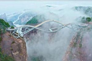 Cây cầu 'vương trượng' của Trung Quốc trở thành điểm thu hút khách du lịch