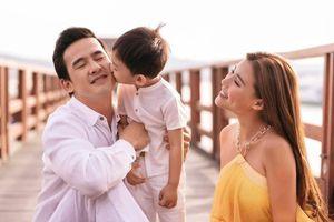 Ngắm bộ ảnh đẹp như tranh vẽ của gia đình Thúy Diễm – Lương Thế Thành