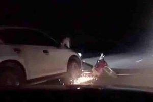 Va chạm trong đêm, ô tô kéo lê xe máy hơn 2km