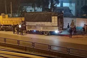 Video TNGT ngày 16/1: Tài xế ô tô tải tử vong sau cú tông đuôi xe ben