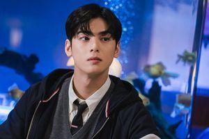 Knet bàn tán về diễn xuất của Cha Eunwoo trong 'True Beauty': Vẫn là nam thần 'mặt đơ'