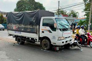 Ngủ gật trong lúc điều khiển, tài xế ô tô tải tông vào hàng loạt học sinh đang trên đường đi học