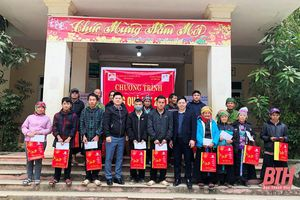 Tập đoàn Vingroup tặng 200 suất quà Tết cho hộ nghèo huyện Mường Lát