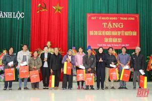 Phó Chủ tịch Ủy ban Trung ương MTTQ Việt Nam Trương Thị Ngọc Ánh thăm và tặng quà Tết các gia đình chính sách tại 2 huyện Hậu Lộc và Hoằng Hóa