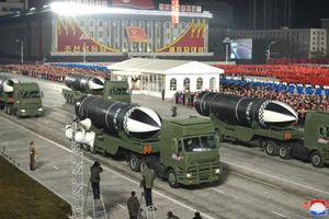 Triều Tiên phô diễn vũ khí tối tân