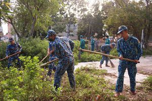 Tham gia 'Ngày thứ 7 tình nguyện' tại phường Cam Nghĩa