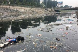 Rác thải 'bức tử' sông hồ Hà Nội
