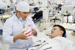 Trường tư 'đua nhau' chiêu sinh ngành sức khỏe, quy định mở ngành thế nào?