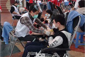 Sinh viên Hà Nội hào hứng tham gia hiến máu trong ngày hội Chủ nhật Đỏ 2021