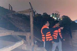 Cảnh sát đường thủy bủa vây, bắt hàng loạt 'sa tặc' giữa đêm buốt lạnh trên sông Hồng