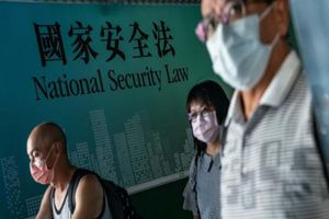 Hong Kong: Lệnh trừng phạt của Mỹ là 'điên rồ'