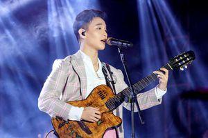 Hoàng Dũng hòa giọng với hàng nghìn khán giả Hà Nội