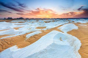 Sa mạc lớn nhất Trung Quốc phủ đầy tuyết