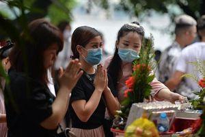 Đi lễ chùa ngày Tết