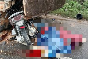 Quảng Trị: Thiếu quan sát, xe máy đâm vào đuôi xe tải làm 2 người tử vong