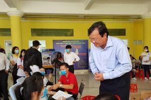 Hàng trăm sinh viên đại học Trà Vinh tham gia Ngày Chủ nhật đỏ