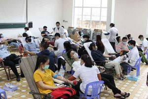 1.000 đoàn viên, thanh viên tham gia hiến máu 'Chủ nhật Đỏ'