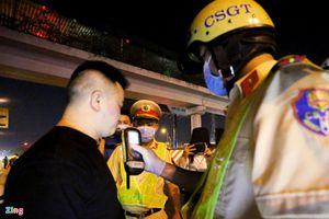 Uống 3 ly bia từ sáng, tài xế bị CSGT phạt 7 triệu đồng buổi tối