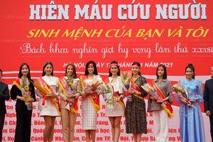 Hoa hậu Đỗ Thị Hà tham gia hành trình Chủ nhật Đỏ tại ĐH Bách khoa Hà Nội
