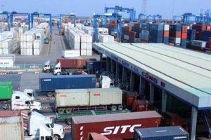 Giải phóng container 'vô chủ' có dễ?
