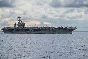 Tên lửa quân đội Iran phóng, rơi cách tàu sân bay Mỹ 160 km