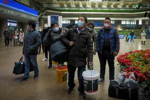 Muôn 'chiêu' dụ người lao động không về quê ăn Tết tại Trung Quốc