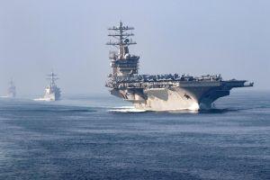 Tên lửa Iran rơi gần nơi tàu sân bay Mỹ hoạt động tại Trung Đông