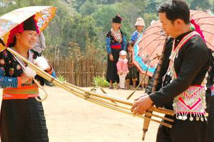 'Níu chân' du khách bằng cách nỗ lực lưu giữ tiếng khèn Mông