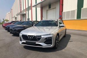 Xếp hạng sedan trên 1 tỷ đồng: VinFast Lux A2.0 'vượt mặt' Toyota Camry
